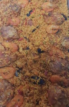 Paëlla garnie, poulet, seiches, moules, chorizo, crevettes, petit pois, poivrons, riz (mini 10 pers)